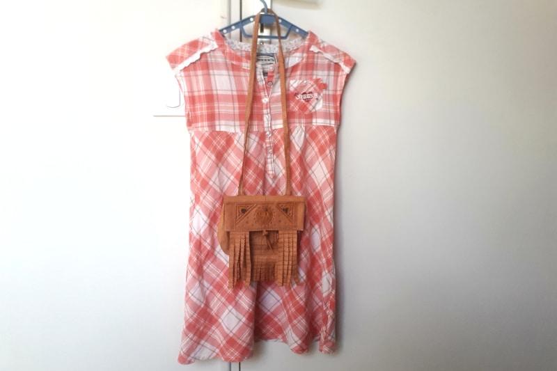 robe range à carreau et petit sac à frange